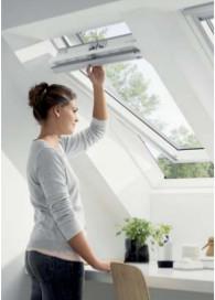 Покривни прозорци с Горно управление Велукс СТАНДАРТ GLU 0051